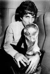 Mort du héros italien du Mondial de foot 82, Paolo Rossi