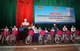 Des élus de Quang Tri échangent avec des enfants