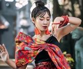 Une jeune chanteuse combine les mélodies du xâm et les mélodies modernes