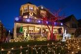 Malgré le COVID, un Noël scintillant dans un quartier de New York
