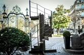 Un tronçon d'escalier de la Tour Eiffel adjugé 274.000 euros