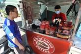 Les chaînes de café au Vietnam développent la vente à emporter