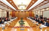 Le leader salue les contributions aux documents du XIIIe Congrès du Parti
