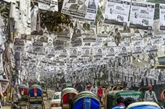 La capitale du Bangladesh noyée par des affiches électorales plastifiées