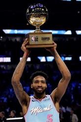 Derrick Jones Jr vainqueur d'un concours de dunk historique
