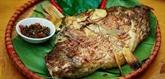 Les Thai du Nord-Ouest adorent le poisson plié grillé