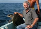 Un homme dédié aux tortues