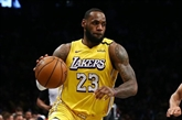 NBA : LeBron James redonne joie aux Lakers et au Staples Center