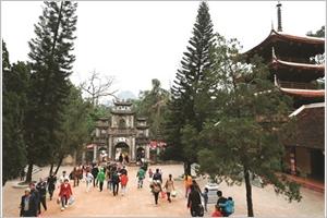 Se rendre à la pagode pour le Nouvel An une belle tradition du Vietnam