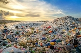L'Indonésie construira des usines transformant des déchets plastiques en diesel