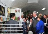 Le président cubain inaugure le pavillon du Vietnam à la Foire internationale du livre de La Havane