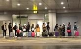 Prélever les échantillons des passagers pour les tests du COVID-19 à l'aéroport