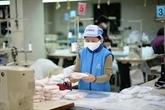 Le Vietnam garantit l'approvisionnement en masques antibactériens