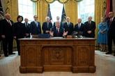 COVID-19 : Trump promulgue le plan historique de relance de l'économie