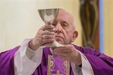 Le pape affronte