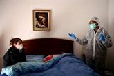 Près de la moitié du monde en confinement, l'épidémie s'étend