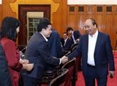 Le Premier ministre Nguyên Xuân Phuc travaille vec les dirigeants de Hà Tinh