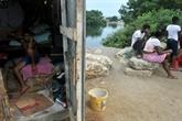 À Nigeria, quartier de Guayaquil, la faim effraie plus que virus