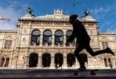 La réouverture des magasins ramène Vienne à une vie timide