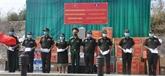 Dons pour des Vietnamiens au Cambodge et des militaires au Laos