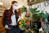 À Paris, des fleuristes se transforment en livreurs, antidote au confinement