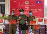 Le Vietnam remet des équipements médicaux au Laos