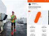 Il court un marathon sur… le toit de son immeuble