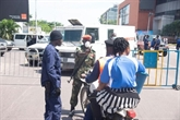 À Kinshasa, la Gombe isoléee, les vendeurs de rue désolés