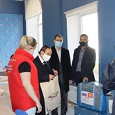 Des Vietnamiens en Ukraine offrent des masques à l'hôpital militaire d'Odessa