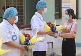 Bên Tre : une patiente de COVID-19 sort de l'hôpital