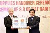 L'AN vietnamienne offre des équipements médicaux à certains parlements étrangers