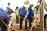 Plantation d'arbres en l'honneur de l'anniversaire du Président Hô Chi Minh