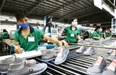 Soixante importateurs américains des chaussures sondent le marché vietnamien