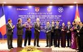 Le Vietnam remet des équipements médicaux à des localités françaises