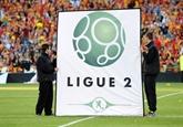 Foot : les clubs valident une L2 élargie, la balle passe à la FFF