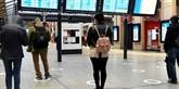 Dans les gares, suivez les autocollants du déconfinement