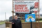 Irlande du Nord : en plein confinement, la prière se fait au volant