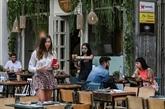 Entre enthousiasme et inquiétude, les cafés et restaurants rouvrent en Grèce