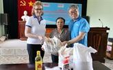 Aide à des victimes d'engins explosifs à Quang Binh et Binh Dinh