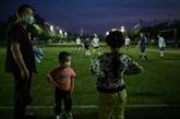 À Wuhan, les fans de foot rechaussent les crampons