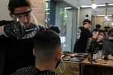 Après le jogging, les Espagnols retrouvent leurs coiffeurs