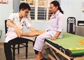 Un docteur japonais au chevet des patients paralysés