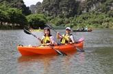 Faire du kayak au complexe paysager de Tràng An, une nouvelle expérience