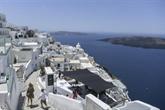 Santorin attend le retour des touristes, dans la peur et l'impatience