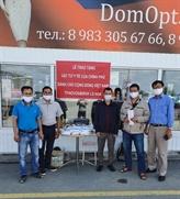 Des masques médicaux offerts à la communauté vietnamienne en Russie