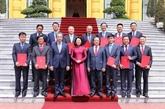 La vice-présidente vietnamienne Dang Thi Ngoc Thinh rencontre 12 nouveaux ambassadeurs vietnamiens à l'étranger