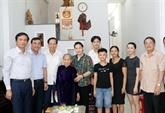 La présidente de l'AN rend visite à des Mères héroïnes