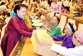 La présidente de l'Assemblée nationale rencontre 300 Mères héroïnes du Vietnam