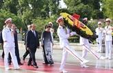 Les dirigeants du Parti et de l'État rendent hommage aux morts pour la Patrie