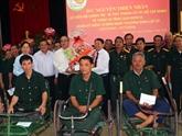 Le secrétaire du PCV de HCM-Ville rend visite à des invalides à Hà Nam